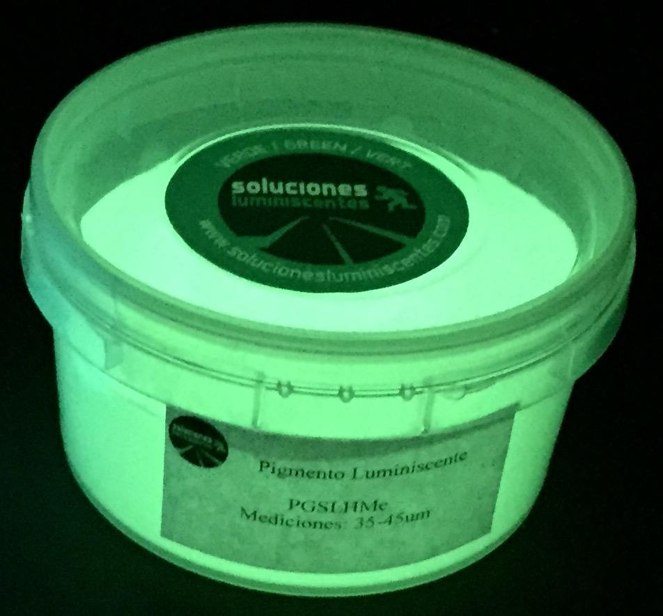 Pigmento con luminiscencia alta intensidad embasado