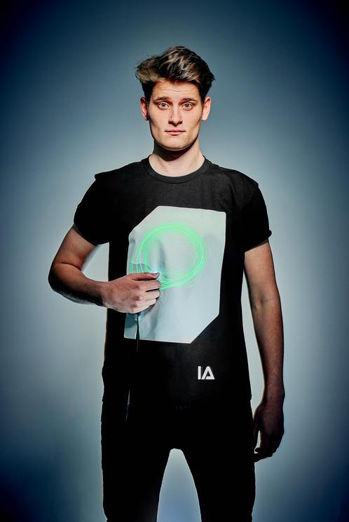 Camiseta unisex adulto negra con pantalla blanca