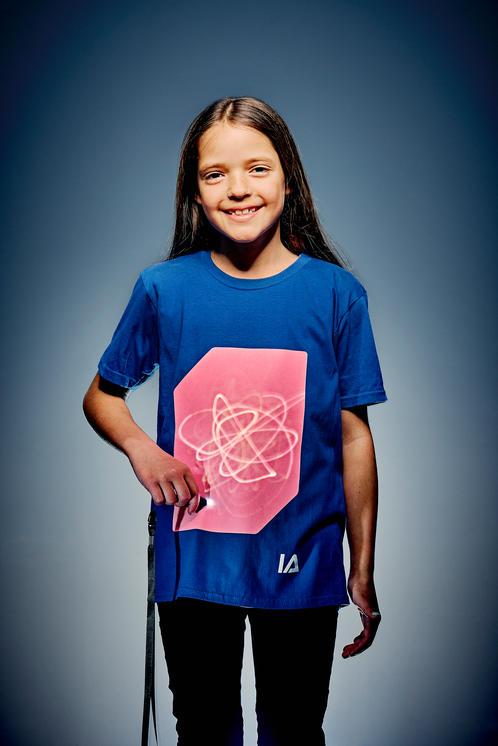 Camiseta unisex niño azul con pantalla rosa