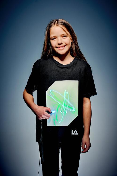 Camiseta unisex niño negra con pantalla blanca