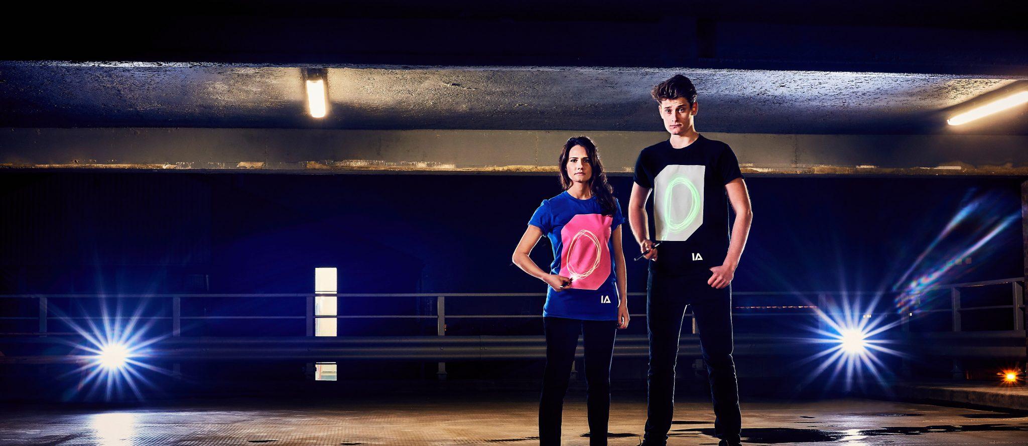 Camisetas luminiscentes interactivas Illuminated Apparel para chico y chica