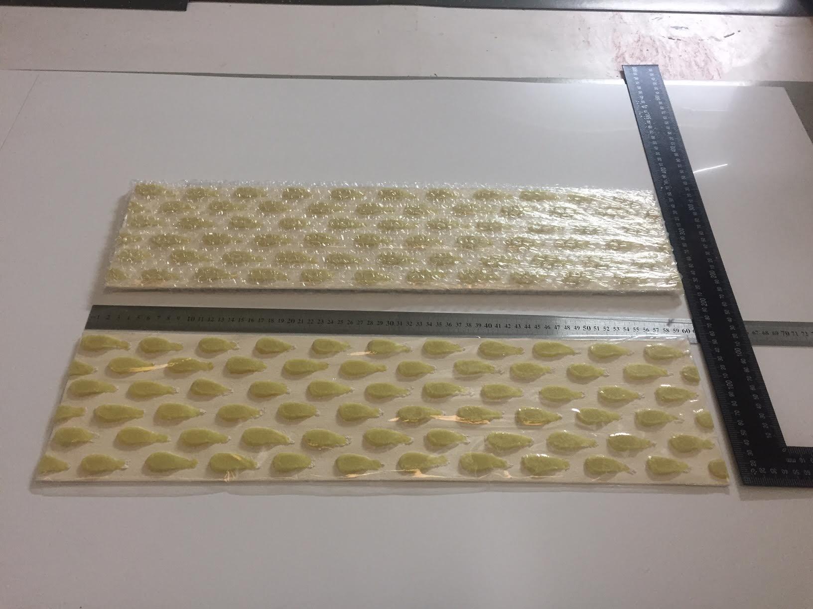 Formato de banda podotáctil luminiscente para señalizar vías en Canarias