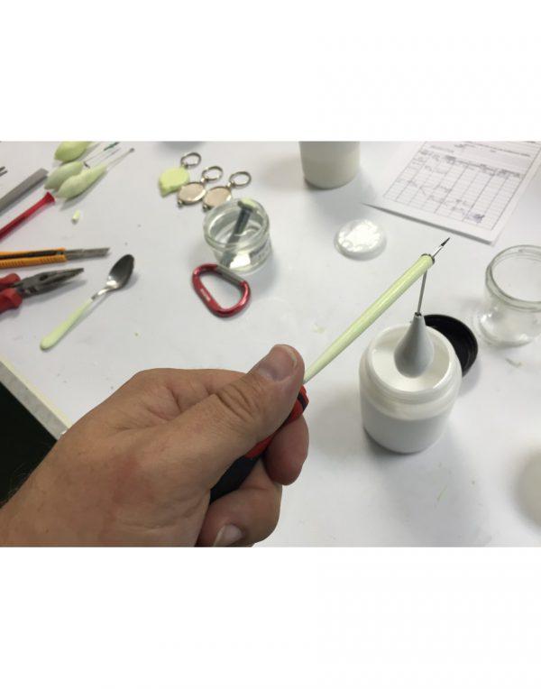 Forma de aplicación del plástico líquido fotoluminiscente