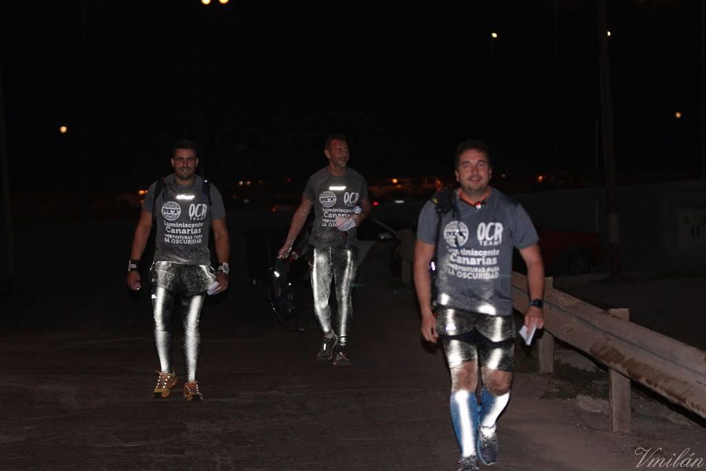 Albedo100 Invisible Bright spray reflectante aplicado en la ropa en carrera nocturna