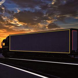 Camión con cinta reflectante 3M cumpliendo con la normativa ECE104